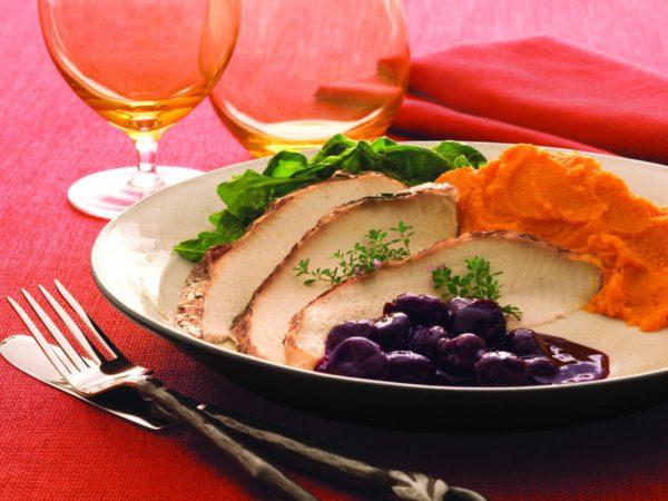 Recette — Dinde rôtie au cidre et au sirop d'érable avec sa compote de cerises