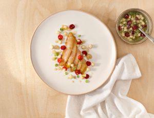 Esturgeon froid mariné, vinaigrette à la pomme et à l'érable