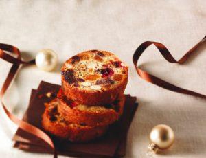 Gâteau moelleux aux fruits, aux noix et à l'érable