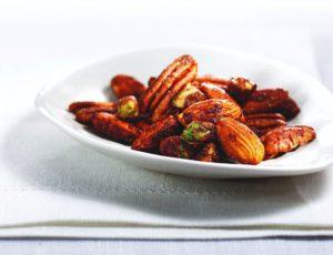 Noix de Grenoble, amandes, pacanes et pistaches aux épices et à l'érable