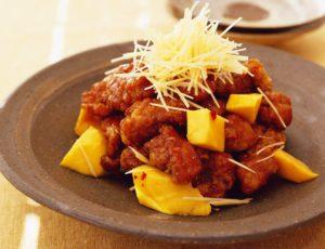Porc aigre-doux frit avec mangue et sirop d'érable
