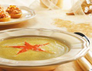 Potage à la courgette et coulis de poivron rouge à l'érable