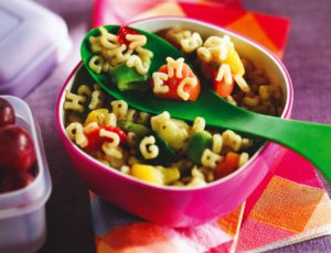 Salade de pâtes alphabet aux légumes et à l'érable