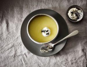 Velouté de betteraves blanches à l'érable, crème au caviar