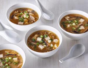Soupe miso à l'eau d'érable, au tofu et aux légumes