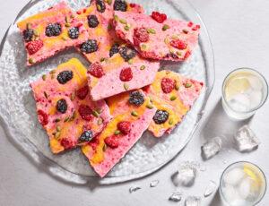 Écorces de yogourt aux fraises et au sirop d'érable